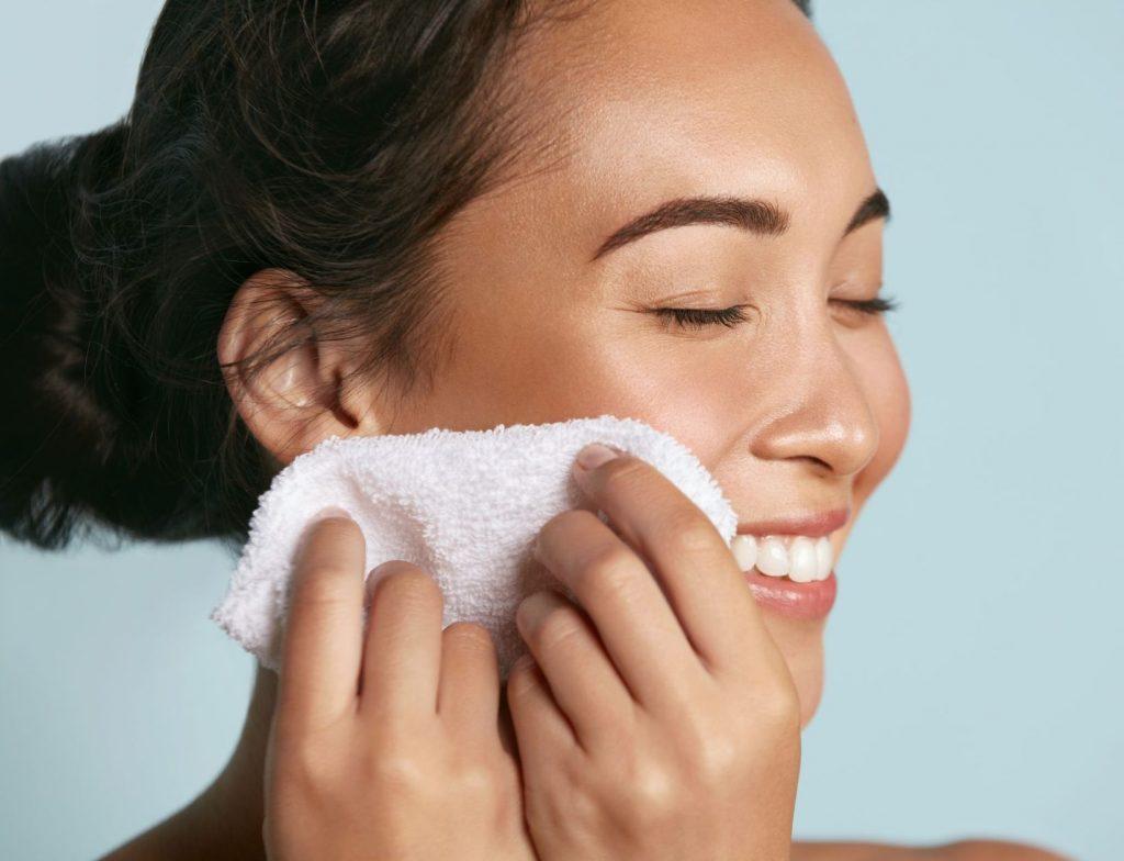 Đừng nên tắm quá lâu nếu bạn có làn da nhạy cảm. Ảnh: Shutterstock.